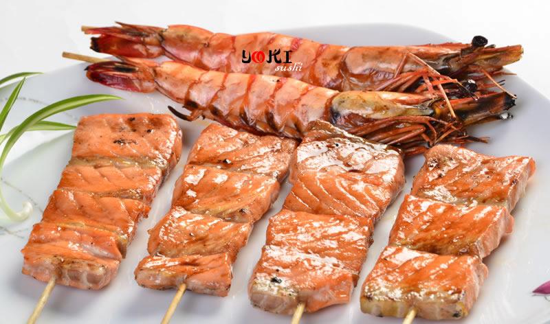 <b>MENU F</b>  Soupe,salade,riz |6 Brochettes2 Thon,2 saumon,2 gambas |   <b>13,80 €</b>