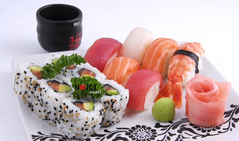 <b>MENU S3</b>  Soupe,salade |6 California maki,6 Sushi assortiment(2 saumon,2 thon,1crevette,1daurade) |   <b>12,50 €</b>