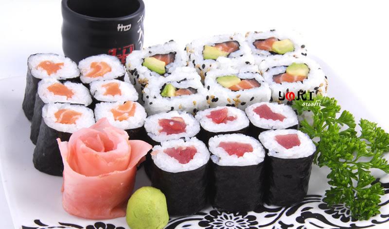 <b>MENU S4</b>  Soupe,salade |18 Maki(6 Saumon,6 Thon,6 California) |   <b>12,50 €</b>