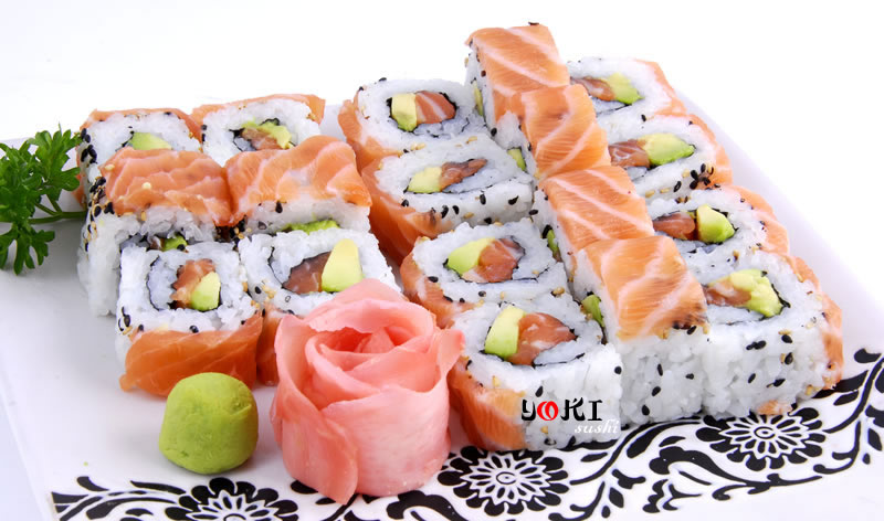 <b>MENU S10</b>  Soupe,salade |California maki au saumon(18 pieces) |   <b>12.50 €</b>