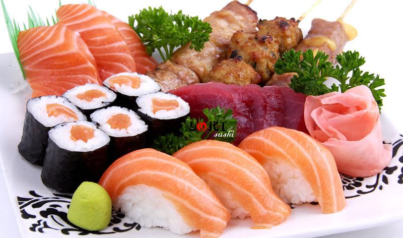 <b>MENU S11</b>  Soupe,salade |3 Sushi saumon,6 Maki saumon,3 Sashimi saumon,3 Sashimi thon3 Brochettes:1 poulet,1 boulette de poulet,1 boeuf au fromage |   <b>13,90 €</b>
