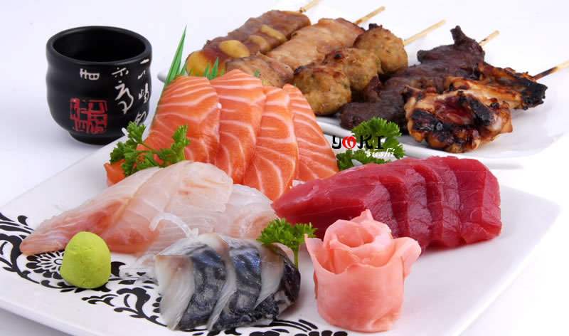<b>MENU S12</b>  Soupe,salade,riz |15 Assortiment de sashimi(6 thon,6 suamon,6 daurade)5 Brochettes:1 aile de poulet,1 poulet,1 boulette de poulet,1 boeuf au fromage |   <b>17,80 €</b>