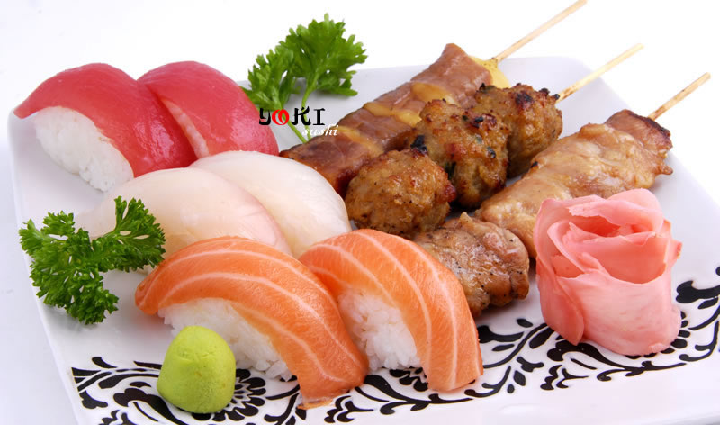 <b>MENU S15</b>  Soupe,salade,riz |6 Sushi(2 saumon,2 thon,2 daurade)3 Brochettes:1 poulet,1 boulette de poulet,1 boeuf au fromage |   <b>14.80 €</b>