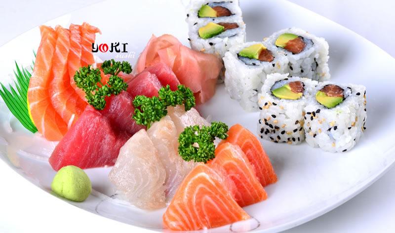 <b>MENU S19</b>  Soupe,salade,riz |6 California maki,15 Assortiment de sashimi |   <b>15,80 €</b>